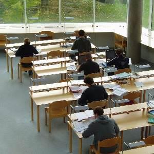 Naslovna slika: Miti o študiju v tujini